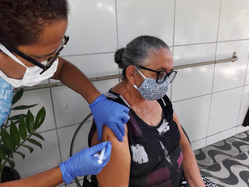 Secretaria de Saúde organiza Central de Vacinação contra a Covid-19 no Pax Club | Prefeitura de Macaíba